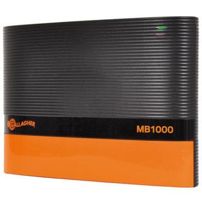 60 L drum Kroon olie Armado Synth LSP Ultra 5W-30 — 301303 — Gallagher MB1000 ons 10 Joule 12V accu schrikdraad apparaat voor afrasteringen tot 45Km. Dit schrikdraadapparaat is een sterke time-delayed accu apparaat verkrijgbaar. Inclusief ingebouwd alarmsysteem dat zal inschakelen wanneer de voltage op de afrastering onder 3kV komt. De MB1000 is tevens zeer goed te combineren met een zonnepaneel. Dit MultiPower schrikdraadapparaat kan met behulp van een apart te bestellen 230V/15V adapter (art.nr. 401324) ook op het lichtnet (220V) werken. 301303 —