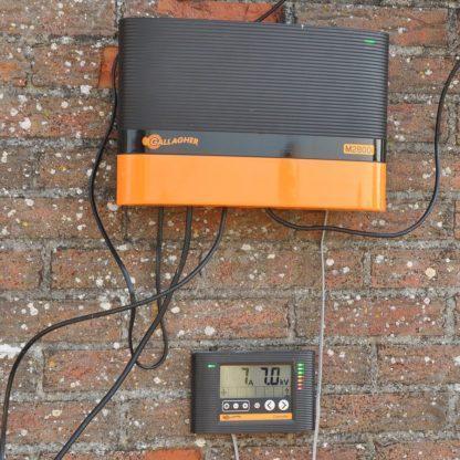 60 L drum Kroon olie Armado Synth LSP Ultra 5W-30 — 306315 — Gallagher De M2800i is een extreem krachtig apparaat met 21 Joule ladingsenergie, geschikt voor afrasteringen tot 80km. Met uniek externe display; maakt het bedienen en aflezen tot een afstand van *50 meter van het schrikdraadapparaat mogelijk. Lees de status van de afrastering en bedien het apparaat op afstand.(*standaard 3m kabel bijgeleverd). Uit te breiden met afstandsbediening en max.6 afrastering monitoren. 306315 —