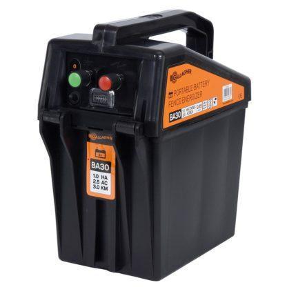 60 L drum Kroon olie Armado Synth LSP Ultra 5W-30 — 356303 — Gallagher Met het BA30 batterijapparaat kan een afrastering tot 4 km voorzien worden van stroom. Het apparaat is farm-proof en gemakkelijk te verplaatsen door de draaghendel aan bovenzijde. Het apparaat is voorzien van een groen LED lampje die aangeeft of het apparaat in werking is. De BA30 heeft ingebouwde bliksembeveiliging en wordt geleverd met een aansluitkabel set. Exclusief batterij. 356303 —