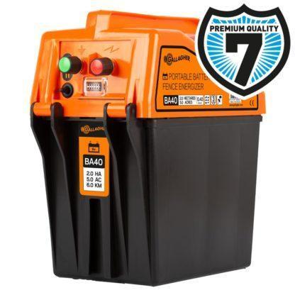 60 L drum Kroon olie Armado Synth LSP Ultra 5W-30 — 356327 — Gallagher De BA40 is een batterijapparaat geschikt voor afrasteringen tot 6 km. Het apparaat is eenvoudig te verplaatsen en aan te sluiten. DIt schrikdraadapparaat heeft 2 verschillende standen. Op stand 1 geeft het apparaat een standaard pulse, met maximale Joules. Bij stand 2 geeft het apparaat 1 pulse van 100% opgevolgd door 3 pulsen van 50%. Hierdoor gaat de batterij extra lang mee en ben je toch verzekerd van voldoende kracht op de afrastering. Een rode LED geeft aan als de 9 V batterij aan vervanging toe is. Het apparaat is voorzien van een interne bliksembeveiliging en wordt geleverd inclusief aansuitkabel set. Exclusief batterij. 356327 —