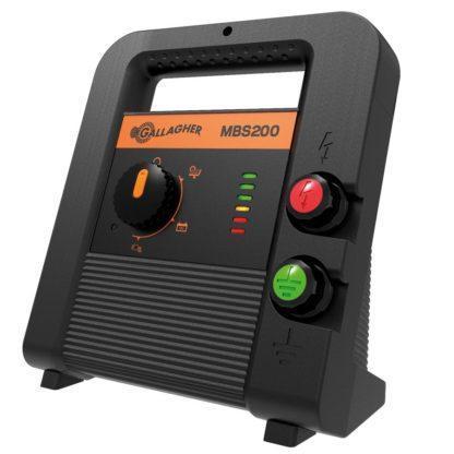 60 L drum Kroon olie Armado Synth LSP Ultra 5W-30 — 389318 — Gallagher De MBS200 is een 3-in-1 multipower apparaat. Geschikt voor gebruik met een zonnepaneel, 12V batterij of op 230V. Het apparaat is gemakkelijk mee te nemen en is geschikt voor een afratering tot 20 km. Hij is voorzien van een farm proof design, batterij controlefunctie en ingebouwde bliksembeveiliging. Inclusief aansluitkabelsetje. 389318 —